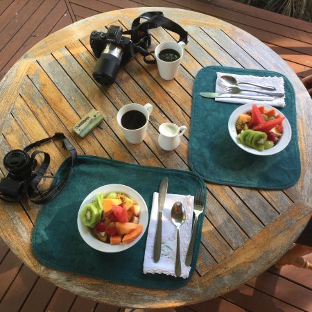 Cudgerie Homestead: Breakfast starting from the fruits :)