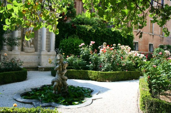 Secret Gardens of Venice Walking Tour