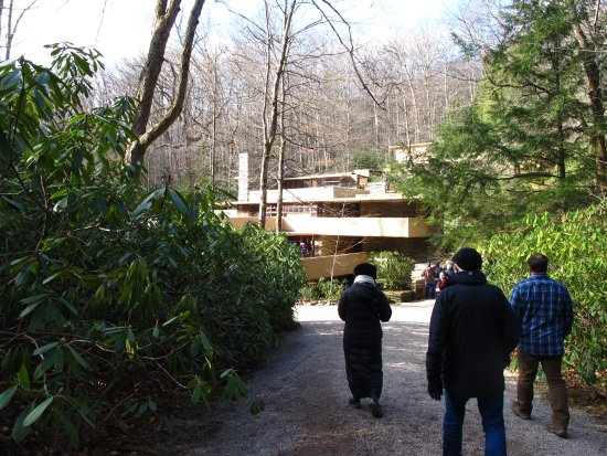 ‪‪Fallingwater‬: entrance pathway‬