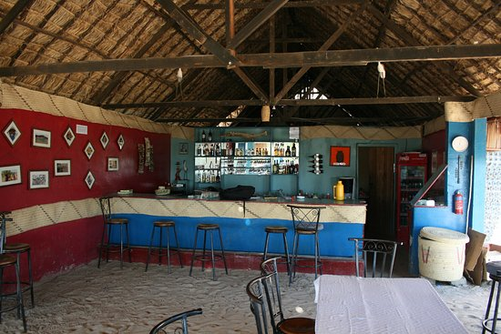Kapenguria, Kenya: Bar and restaurant of Eliye Springs Resort, Kenya