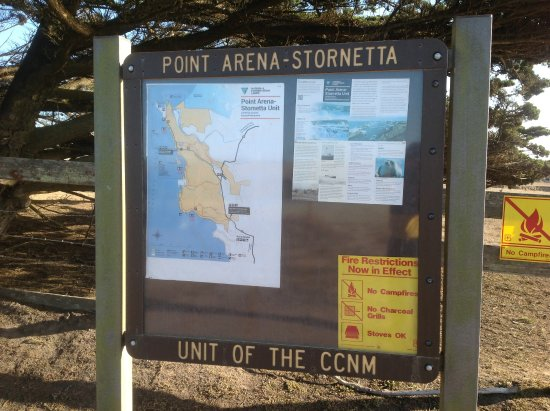 Point Arena, كاليفورنيا: A few yards from Point Arena Lighthouse