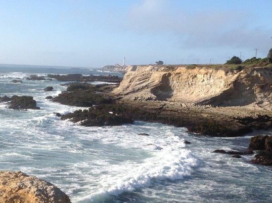 พอยต์อารีนา, แคลิฟอร์เนีย: Crashing waves