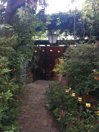 Casa de Las Flores : Lantern lit walkways look magical at night and in the early morning