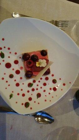 Aire-la-Ville, Suisse : Cherry dessert