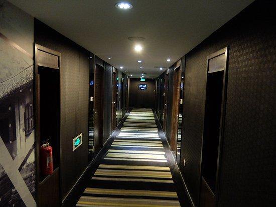 FX Hotel Suzhou Guanqian: Коридор в отеле