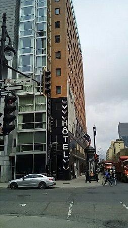 Hotel Zero 1: 外観と室内