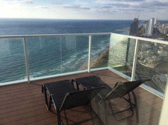 Island Suites Hotel: Balcony view
