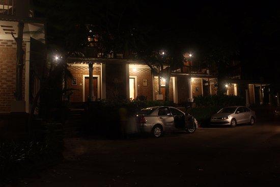 Hotel Ambadi : Rooms in the night