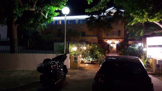 Hydra Le Lavandou : Entrée de l'hôtel