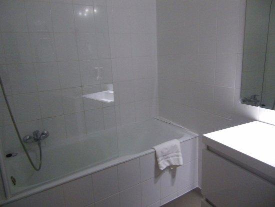 ETC Hotel : バスタブつきのバスルーム