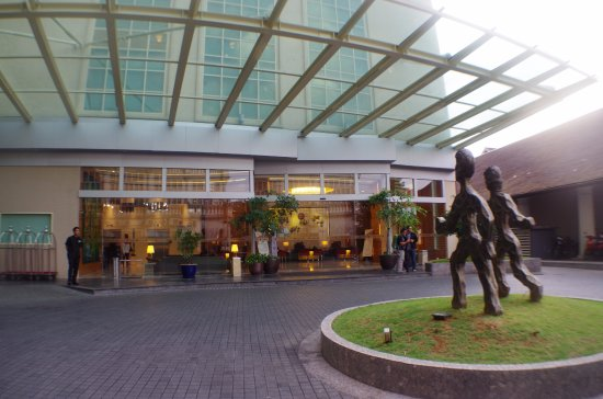 The Hotel Entrance Picture Of The Waterfront Hotel Kuching Tripadvisor