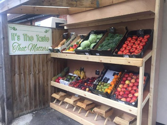 Edingley, UK: Fruit & Veg at Deli