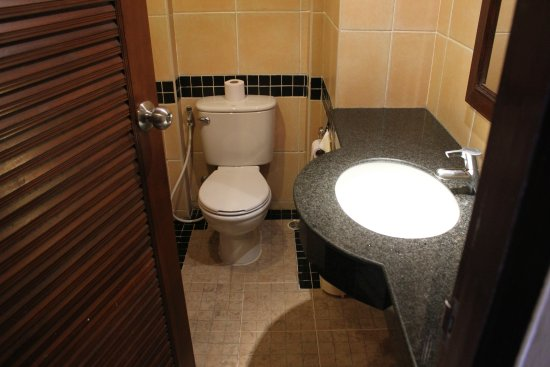 Leelawadee Boutique Hotel: Clean toilets with clean towels (changed on daily basis)