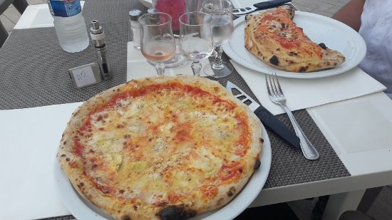 amuse bouche ap ro tr s bons p te pizza souffl e photo de restaurant italien la riviera. Black Bedroom Furniture Sets. Home Design Ideas