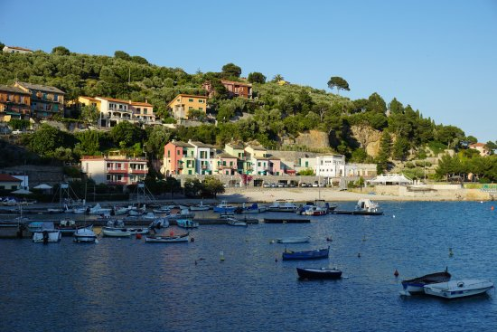 Esterno dell\'hotel visto dalla costa. - Picture of Residence Le ...