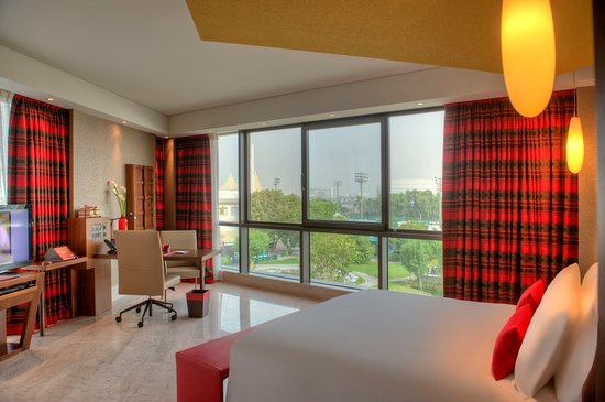 Jumeirah Creekside Hotel Photo