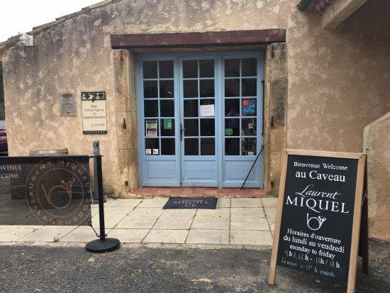 Cessenon-sur-Orb, ฝรั่งเศส: Outside View of Cellar Door