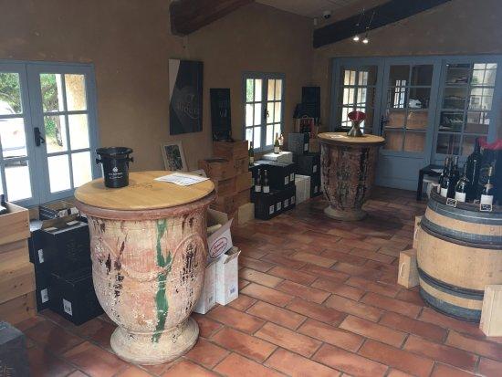 Cessenon-sur-Orb, ฝรั่งเศส: Inside View of Cellar Door