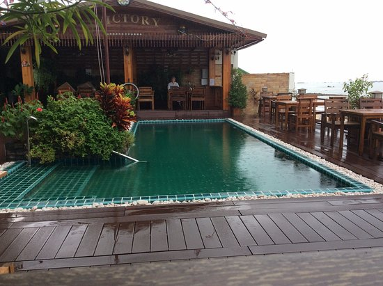Ban Chang, Tayland: pool from bar