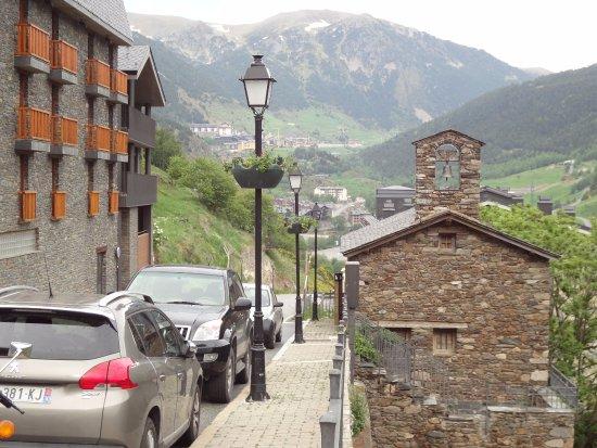 Ransol, Andorra: Церквушка и, слева, наш отель