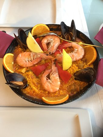 La Taberna: Cracking paella, not a single grain of rice left! 4th year of visiting and still the best food w