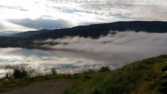 Valle de Okanagan, Canadá: 另一邊開始起霧了