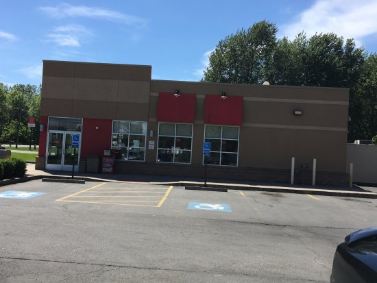 Medina, État de New York : Tim Hortons - store from parking lot