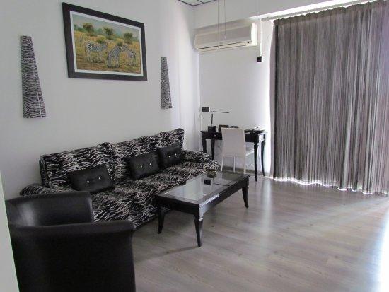 Asty Hotel: Sitting area of Zebra Room