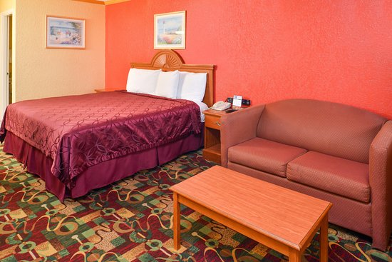 Buda, TX: One King Bed