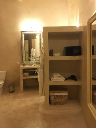 Riad Laaroussa Hotel and Spa: Clean and more than enough space.