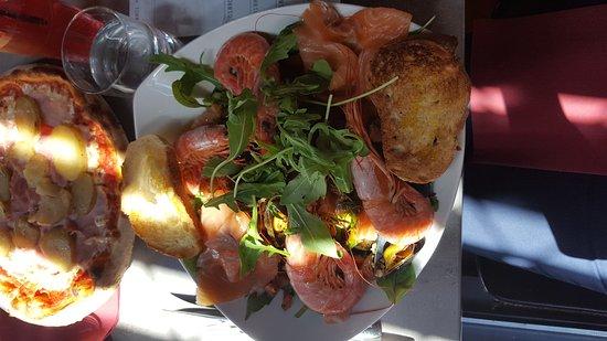 Gond-Pontouvre, France: Salade lolobridgida😋