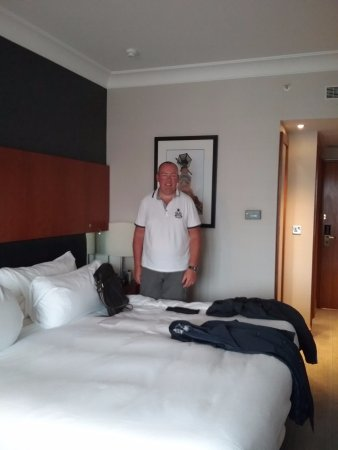 Hilton Belfast: Our king room.