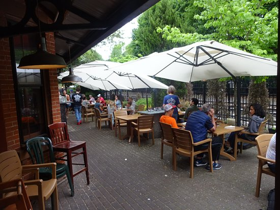 Cold Spring, NY: outdoor seating area