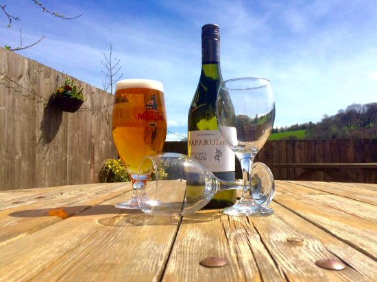 Glyn Ceiriog, UK: Summer drinks on the deck
