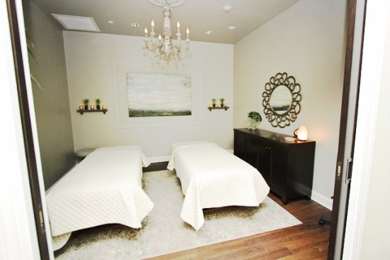 Victor, NY: Couples retreat in a massage room for 2