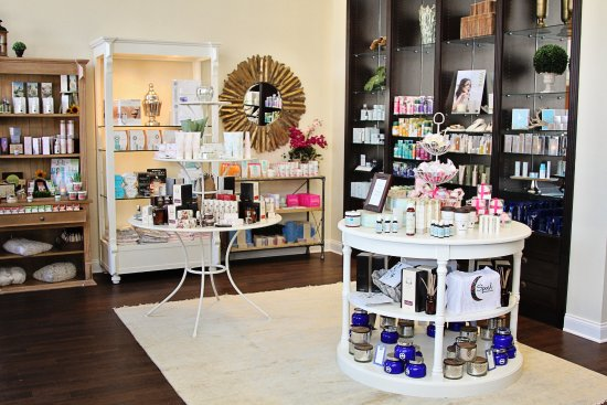 Victor, Нью-Йорк: Over 1,000 gift items and skincare products at our boutique