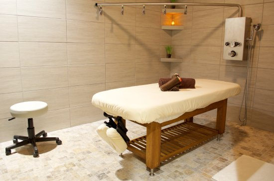 Victor, NY: Luxurious Vichy room for body treatments at RELAX Spa Rochester