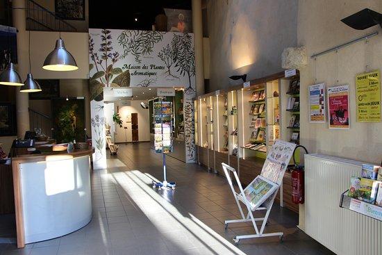 Buis-les-Baronnies, France : Interieur OT