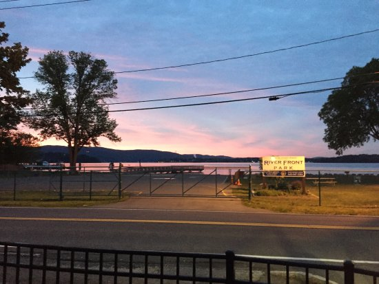 Stony Point, Estado de Nueva York: Sunset from outdoor patio