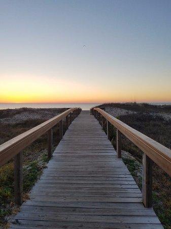 Days Inn & Suites Jekyll Island: Morning sunrise