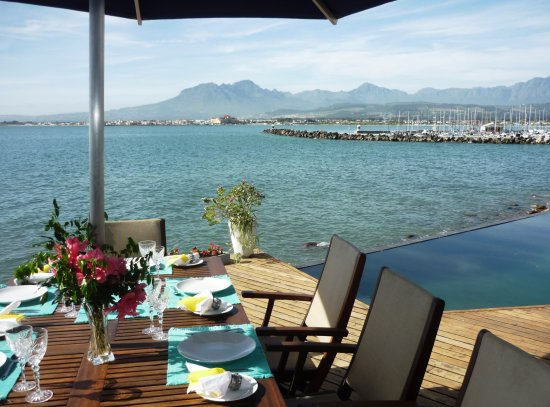 Gordon's Bay, South Africa: Cater in your apartment and perhaps dine on the pool deck