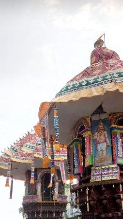 Thiruvarur, India: Two chariots