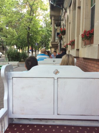 Dublin Irish Pub: View of outside eating area