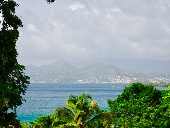 Maca Bana: View of the mountains and beach from the villa