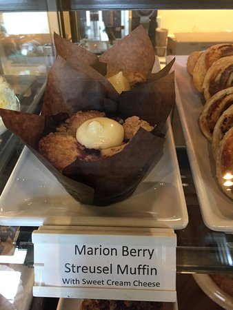 Pacific City, Oregón: Marionberry streusel muffin