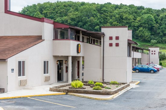 Bridgeport, WV: Exterior