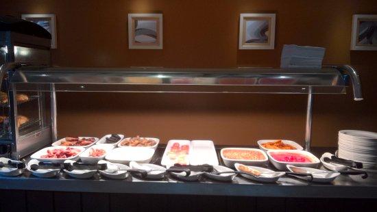 Premier Inn London Docklands (Excel) Hotel : Breakfast bar for hot food