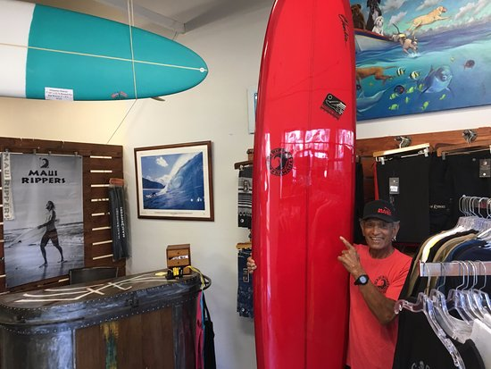 Haiku, Hawái: Surfing legend Ilima Kalama visited the store today! Aloha!