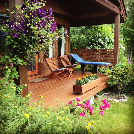 Wing Creek Resort: Cedarbrook Cottage Deck