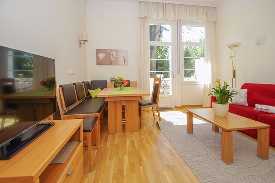 Residence Diana:  modern two-room apartment with oak parquet floor